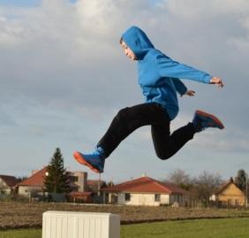 kid_jump_crop